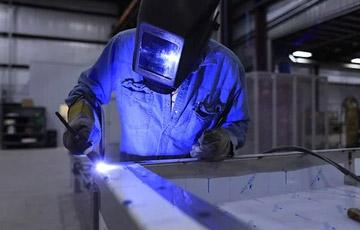 焊接接头由焊缝金属和热影响区组成